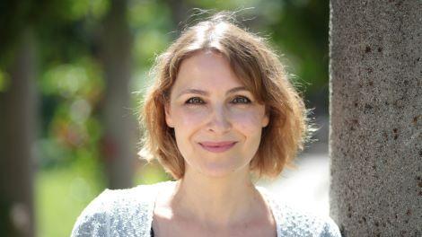 Portrait der Autorin Nina Blazon